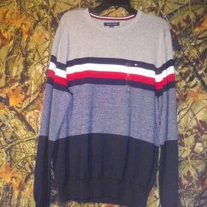 Tommy Hilfiger long sleeve shirt/sweater
